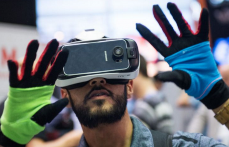 Mobile Virtual Reality Controlled by Manus