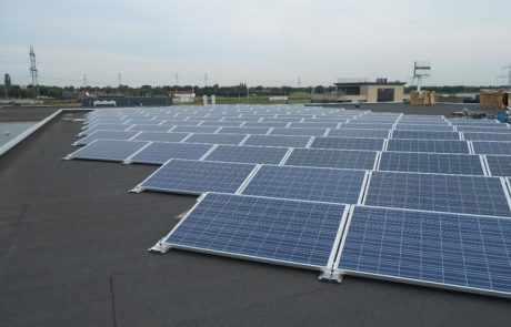 Ontwikkeling Photovoltaic (PV) vlakvullend gevel/dak element