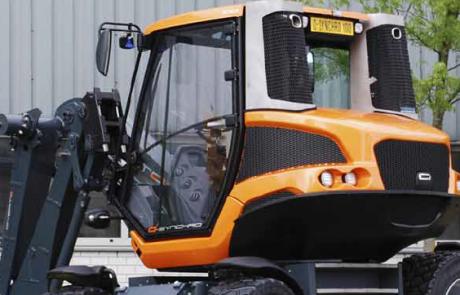 Tractor Loader Excavator en Mower (TLEM)