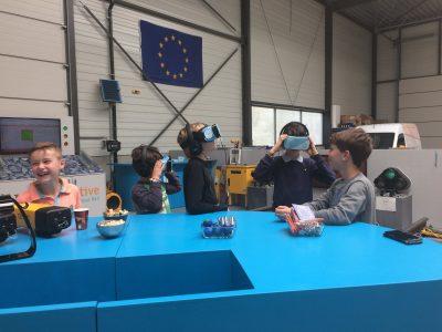 Kinderen bezoeken Dual Inventive tijdens Europa om de hoek Kijkdagen